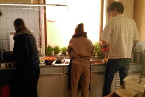 Zelf koken tijdens opleiding permacultuur
