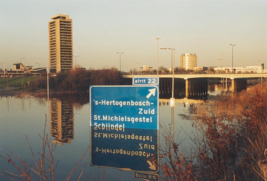 dynamisch-beekdal---hoogwater-op-de-a2-in-1995